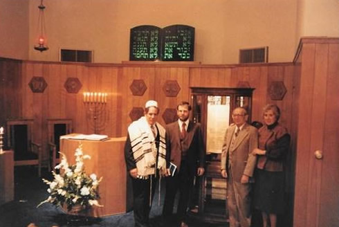Left to right:  Stephen Forstein, Rabbi; Dr. Peter Schotten, Temple President; Hans Nauen; Joyce Nauen, Chairperson